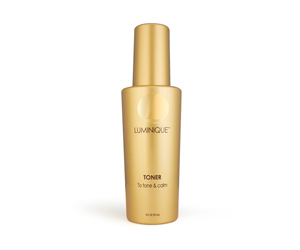 This gentle, non-drying toner effectively eliminates the excess dirt and oils from every-day pollution and stress, to minimize the appearance of pores for younger-looking skin. Perfectly pH-balanced, it leaves skin feeling satiny soft, smooth and refreshed